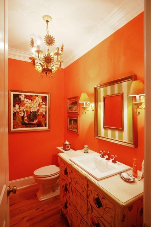 туалет в оранжевом цвете