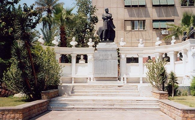 Памятник Огюсту Мариету