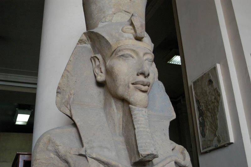 Статуя Эхнатона