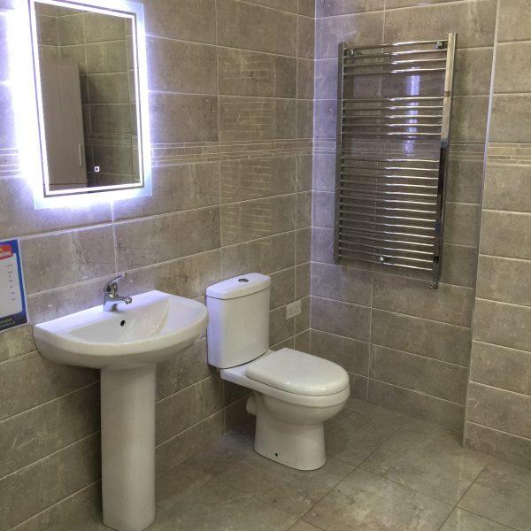 отделка стен в туалете плиткой