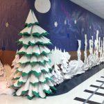 Украшение рекреации в школе к Новому году