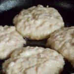 Оладьи с фаршем на кефире: особенности приготовления, необходимые ингредиенты
