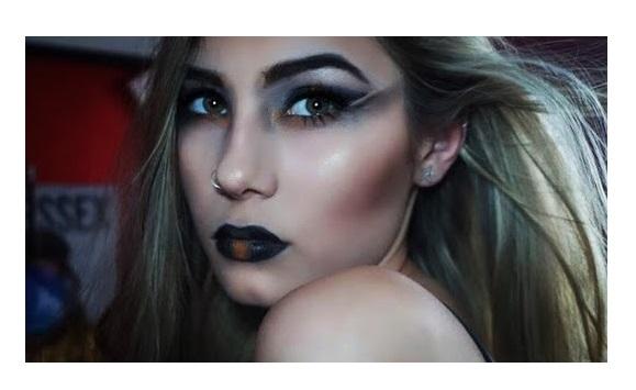 рок-макияж с черной помадой