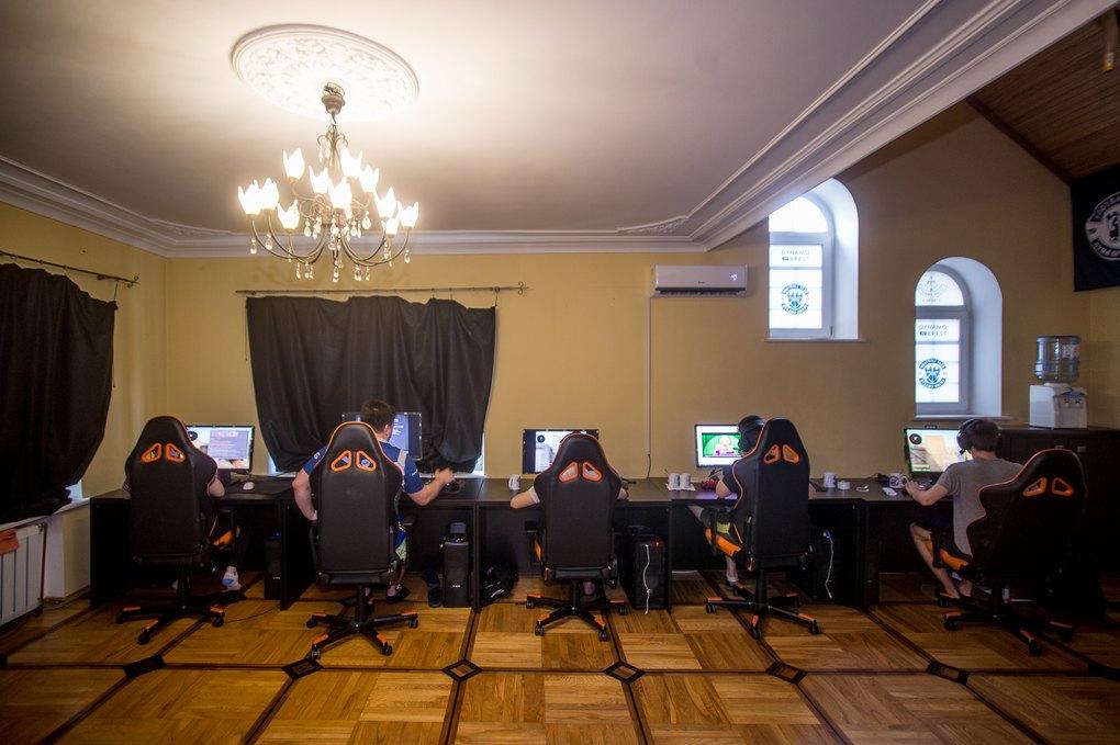 Тренировочный лагерь для киберспортсменов