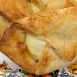 Пирожки с вареной сгущенкой из слоеного и дрожжевого теста