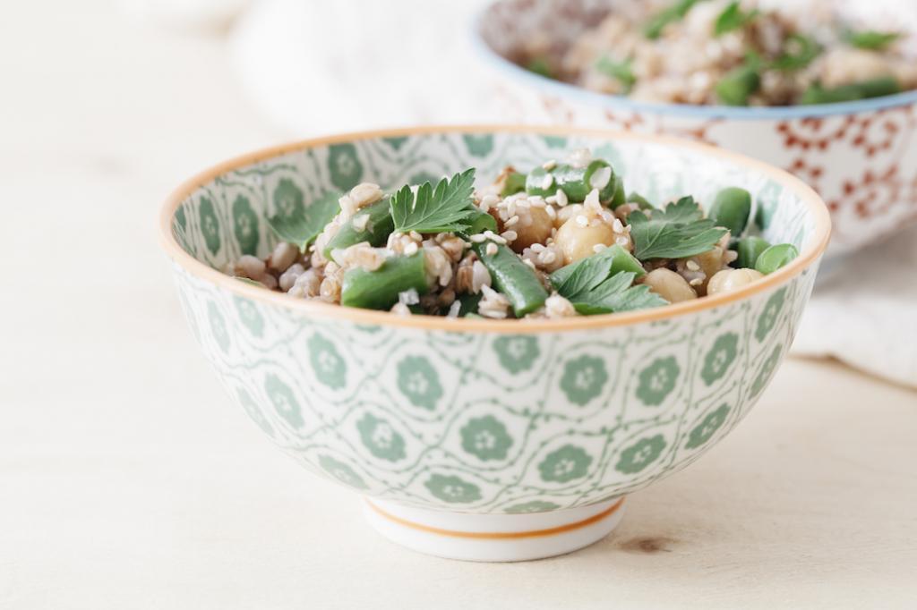 Салат из гречки с фасолью