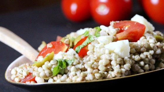 Салат с гречкой и помидорами черри