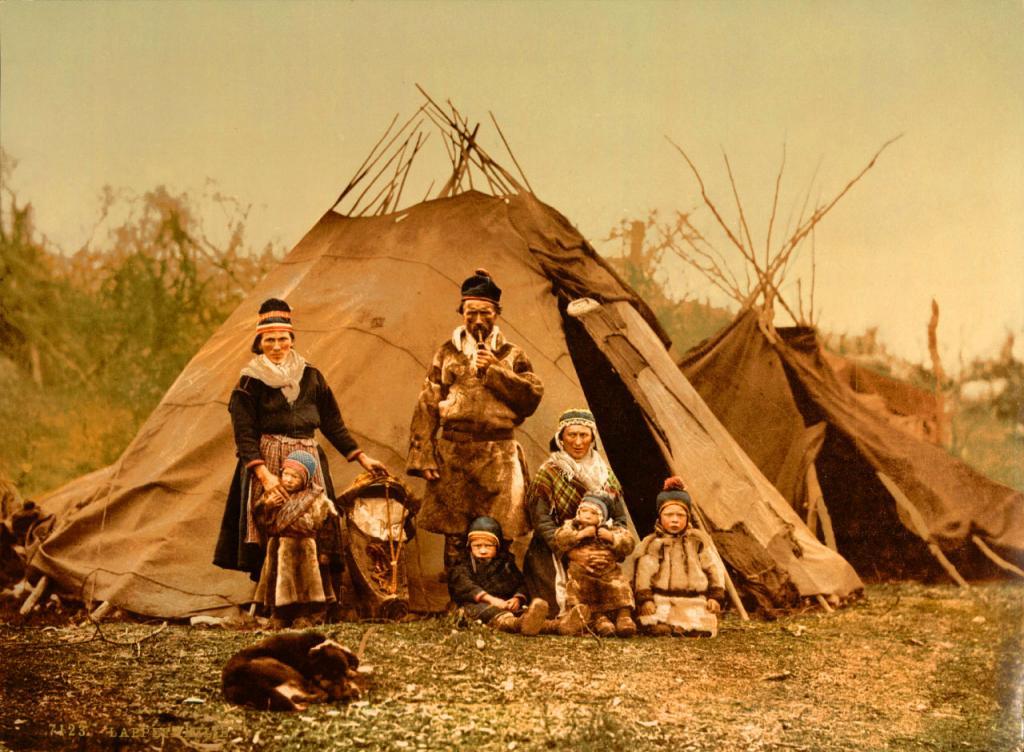 Семья древних людей