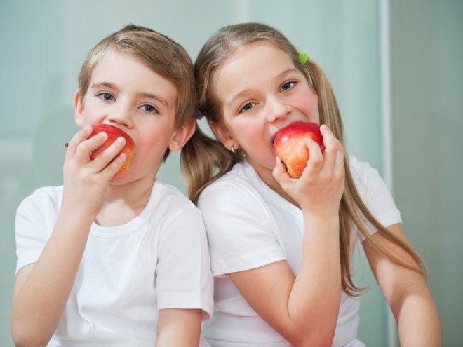 С друзьями есть яблоки
