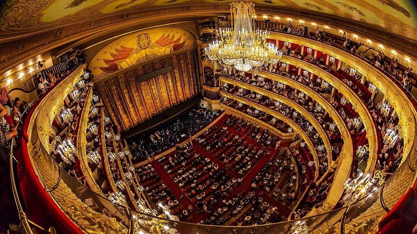 Сцена и зрительный зал