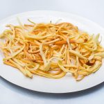 Вкусные салаты с копченым сыром косичкой