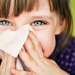 У ребенка длительный насморк: причины и методы лечения