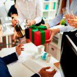 Почему нельзя дарить подарки заранее? Приметы и традиции