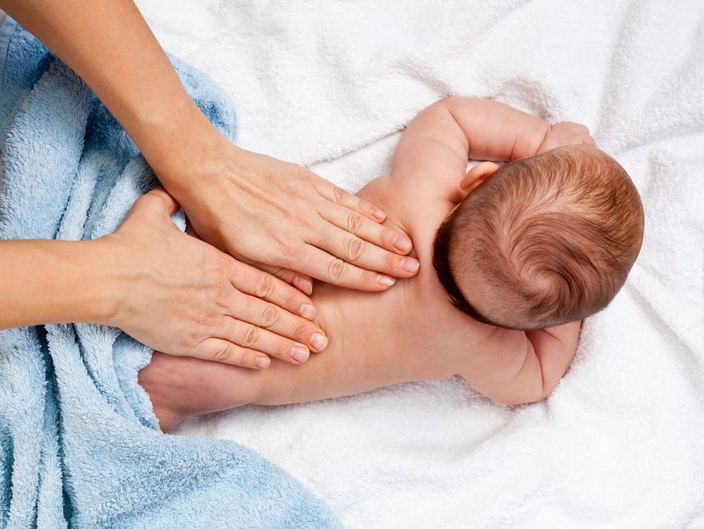 Массаж ребенку с маслом