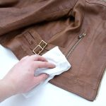 Как чистить кожаную куртку в домашних условиях - способы, особенности и отзывы