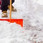 К чему снится чистить снег: толкование сна, значение, чего ожидать